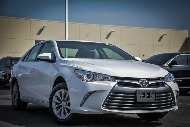 Pre Owned 2017 Toyota Camry Le 4d Sedan In Clarendon Hills C190520a Infiniti Of