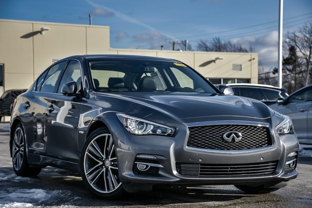 Certified Pre-Owned 2017 INFINITI Q50 Hybrid Base